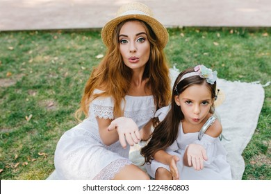Mom and young daughter nudist